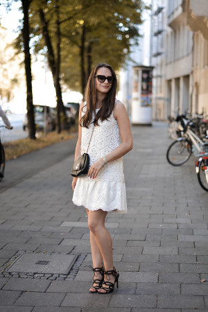 olivia julietta mode blog aus münchen german blogger white lace dress sommersale