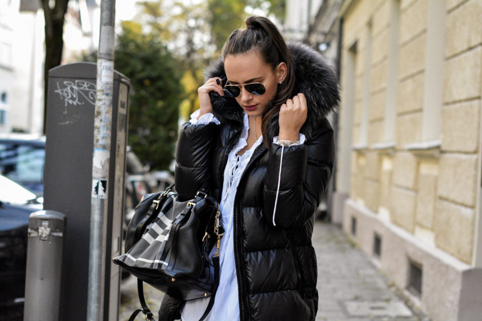 duvetica daunenjacke damen mit Pelzbesatz burberry handtasche ray ban sonnenbrille